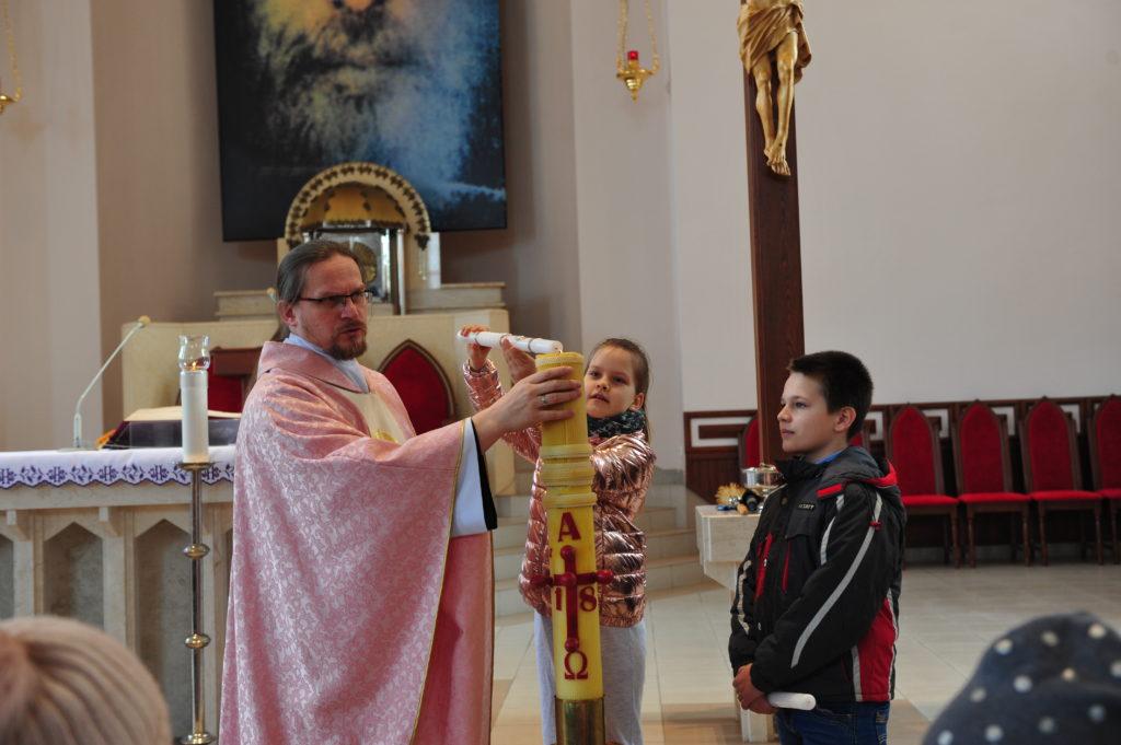 Odnowienie przyrzeczeń chrzcielnych przez dzieci przygotowujące się do I Komunii św. 31.03.2019