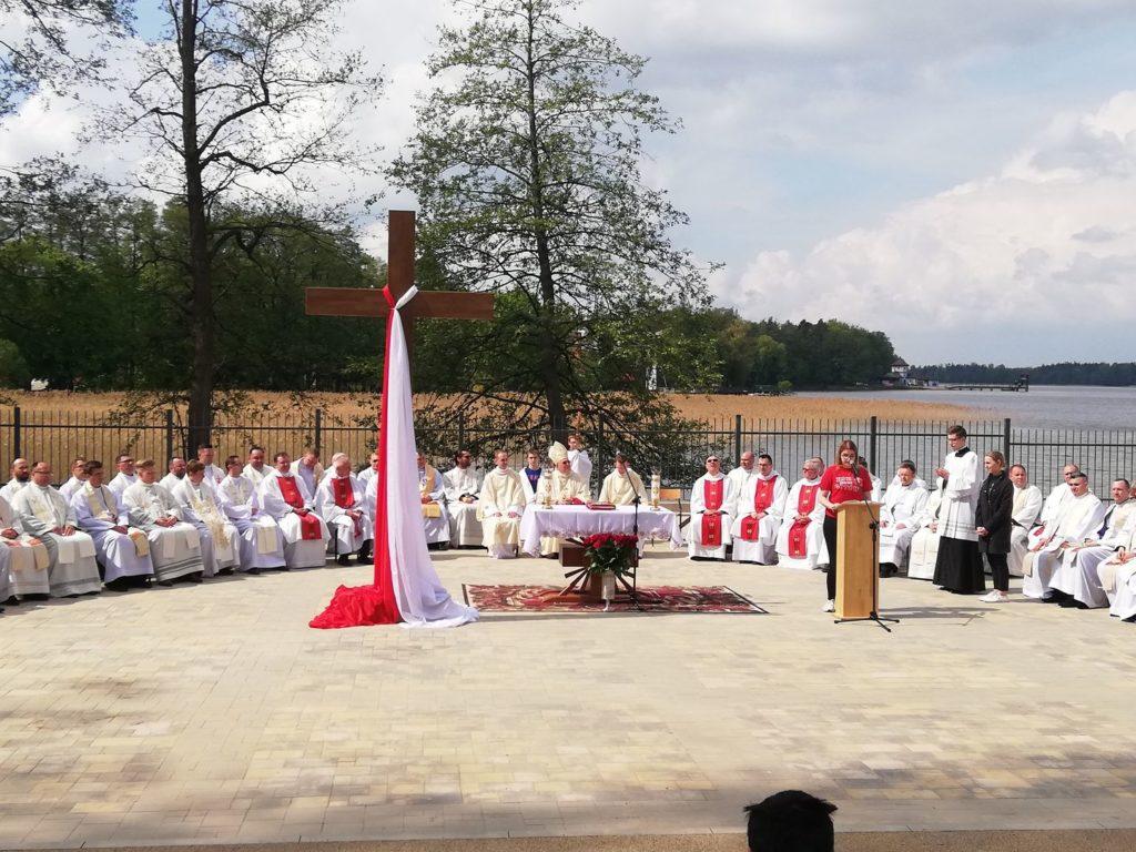 """""""Miłości bez krzyża nie znajdziecie, krzyża bez miłości nie uniesiecie"""" – Diecezjalny Dzień Młodzieży 2019"""