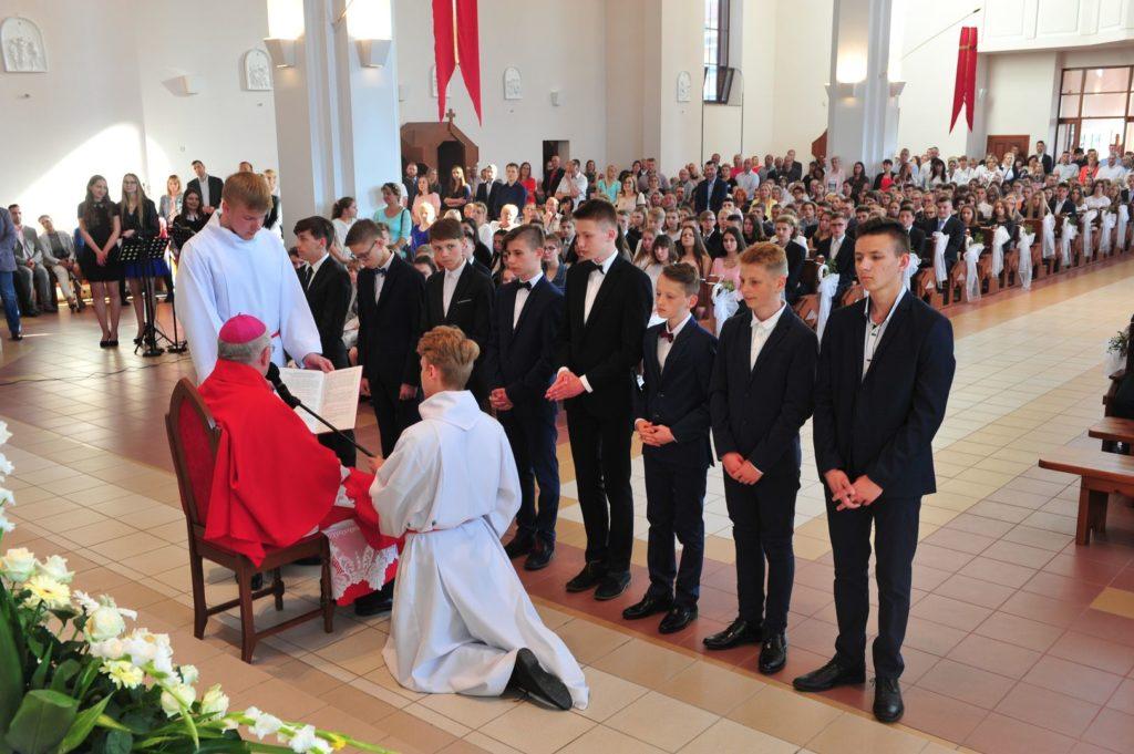 Przyjęcie kandydatów do Liturgicznej Służby Ołtarza i posługi Lektora 22.05.2019